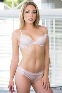 Picture Of Lily Labeau