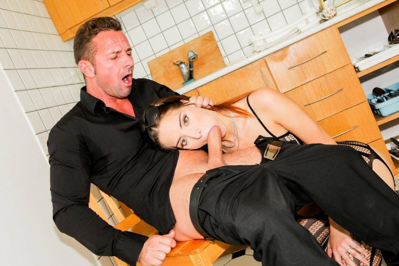 Дэвид перри с женой и служанка, порно фото кореянок секс
