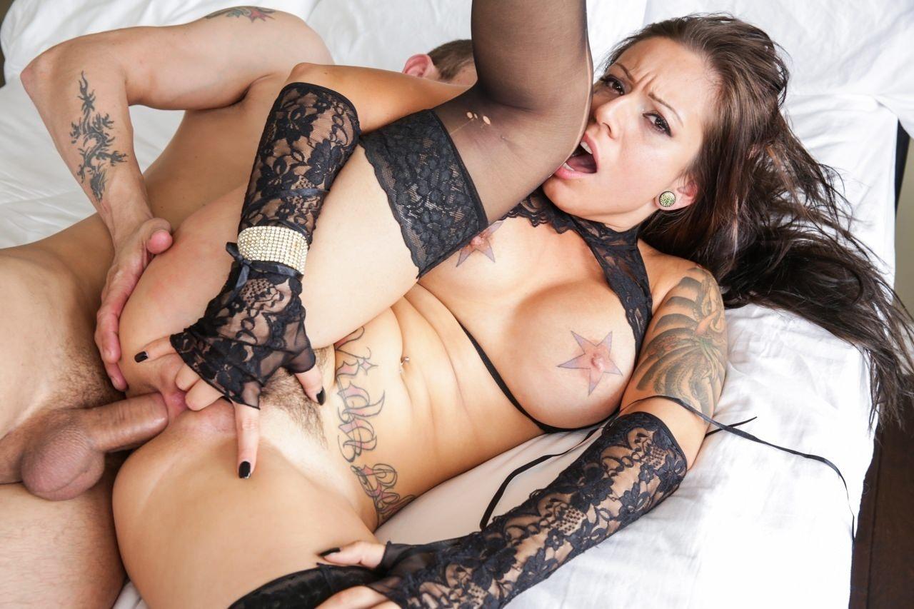 порно актриса тату крест тысячи онлайн