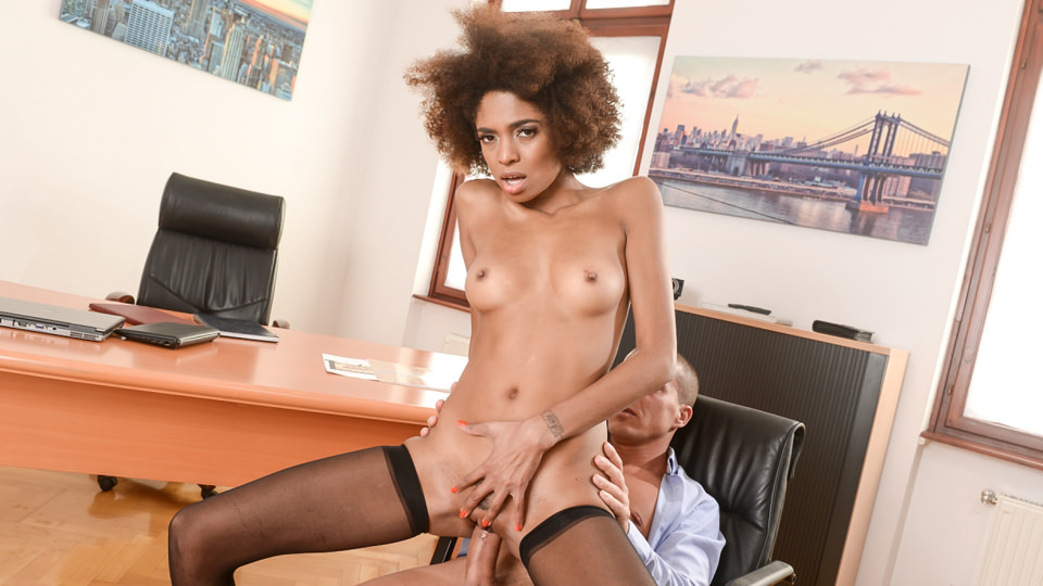 Interracial Office Orgasm- Luna Corazon