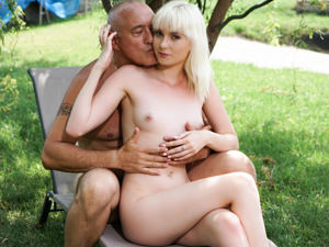 Bomb shell love gets both her holes filled abuse
