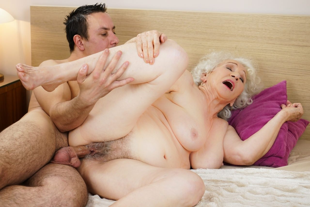 free-old-granny-sex-galleries-little-girl-fuck-outside