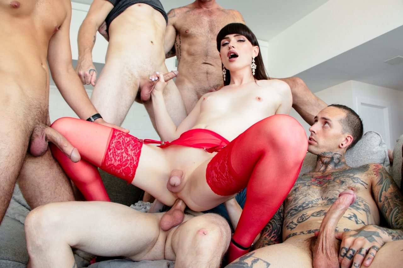 Screenshot 2 from the Aiden Starr's TS Gangbangs