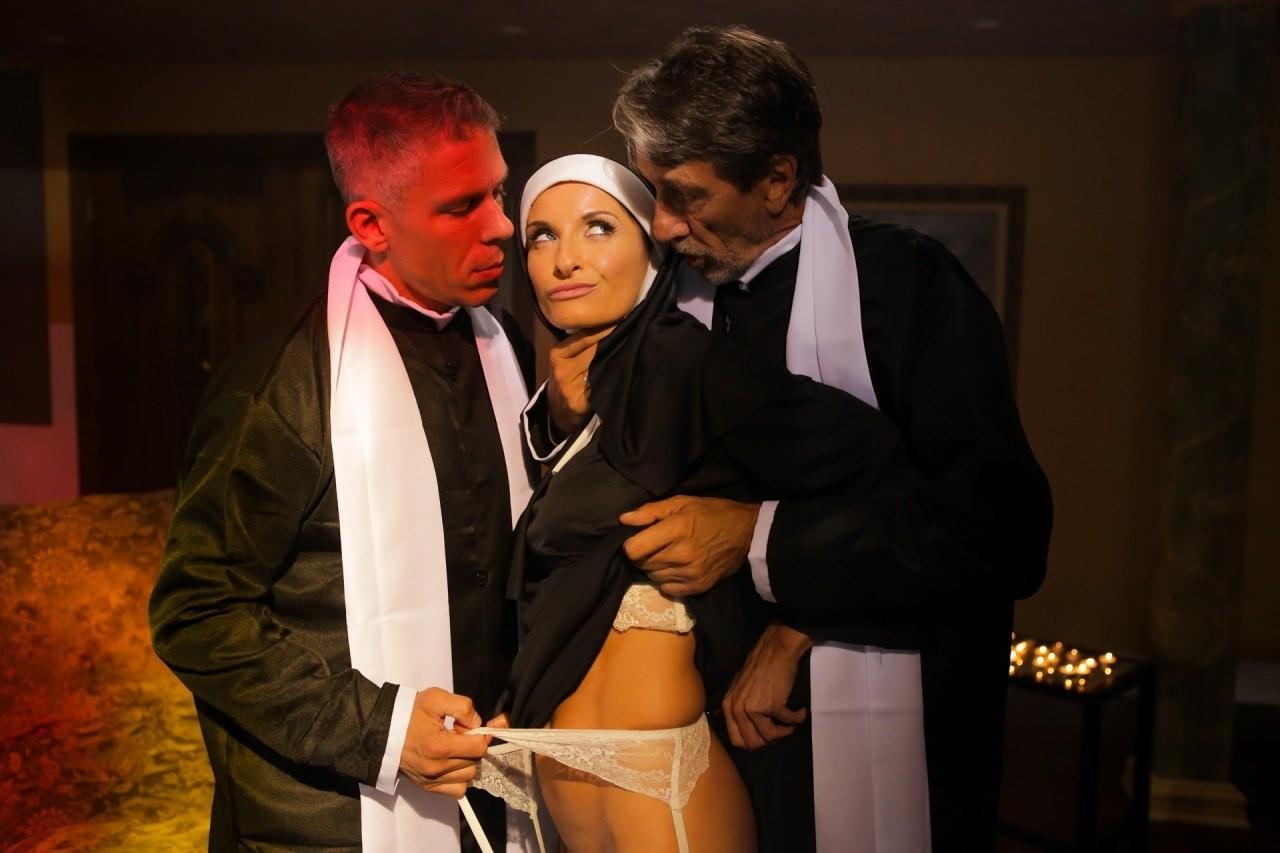 Screenshot 1 from the Dana Vespoli's Ministry Of Evil