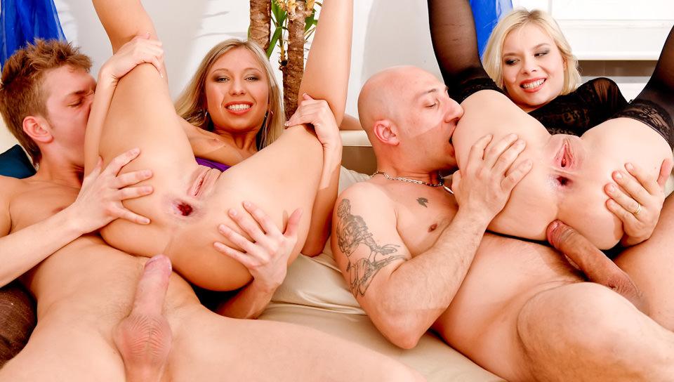Ass Madness #02 – Nelly B, Jessy Brown, Dulsineya